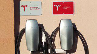 Bornes de charge Tesla et Universelle véhicule électrique