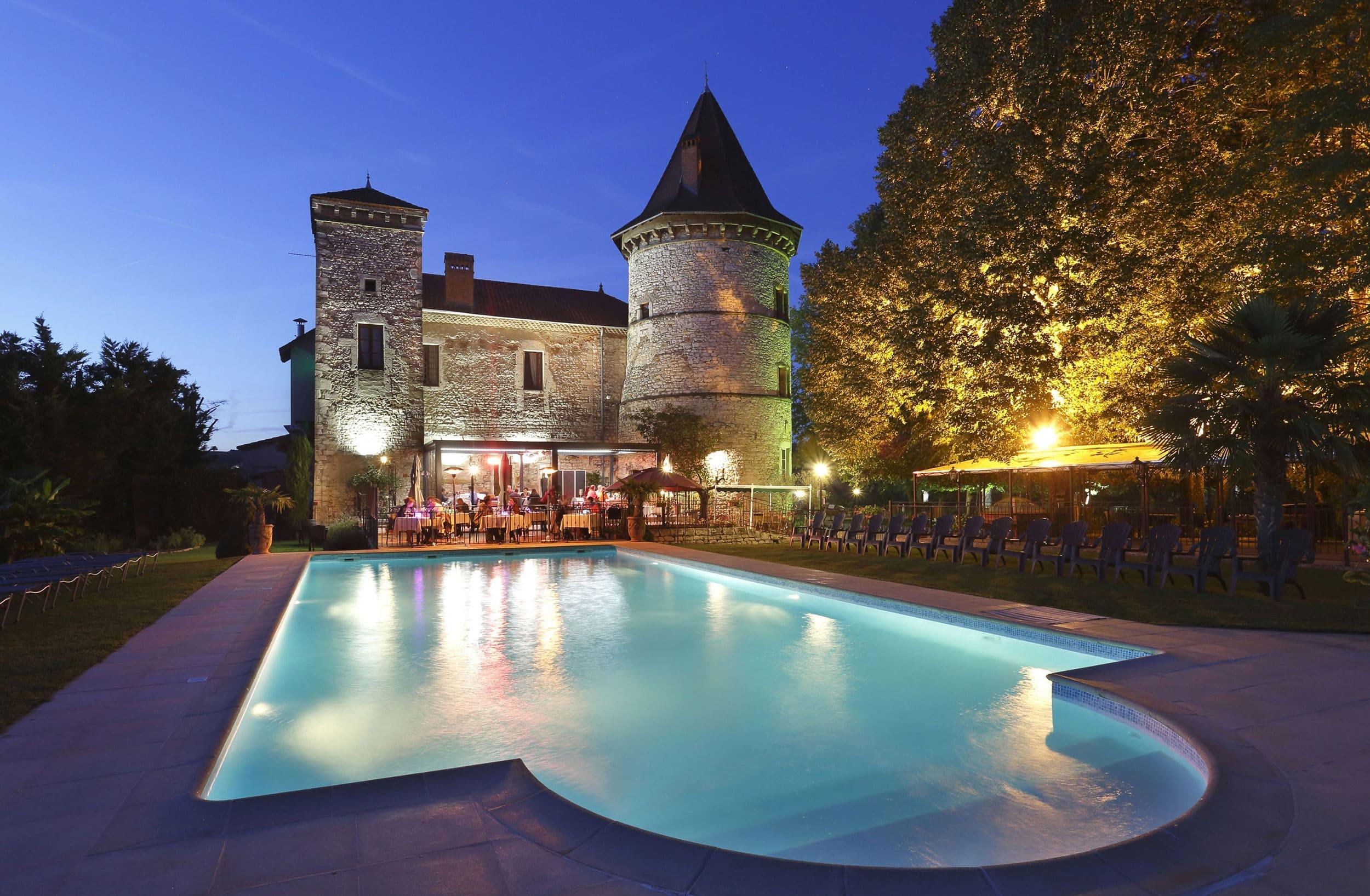 Piscine de l'Hôtel 4 étoiles et Spa ChateauChapeau Cornu à Vignieu dans l'Isère (38)