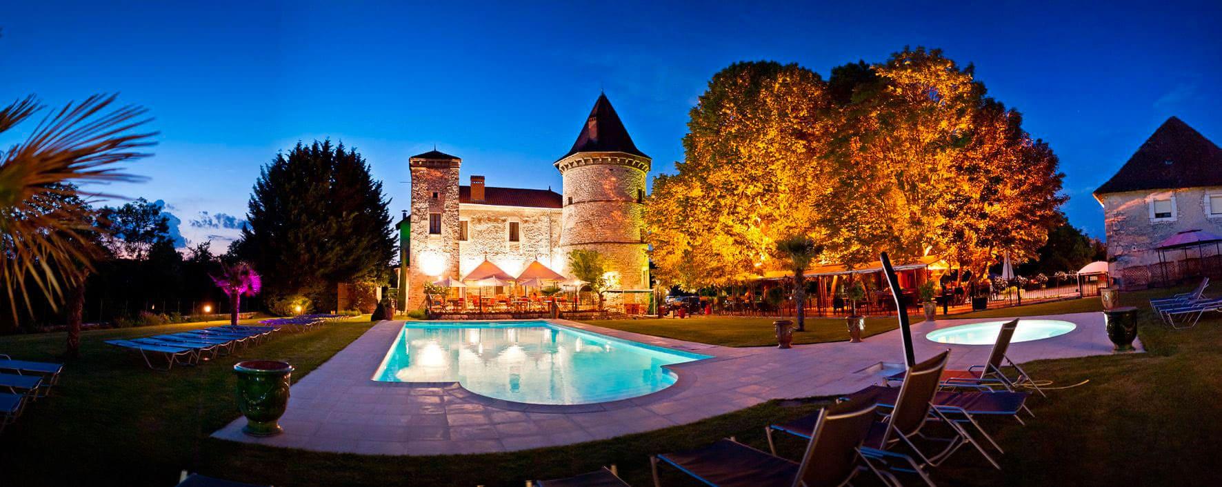 Piscine Chateau Chapeau Cornu 4 étoiles à Vignieu dans l'Isère (38)